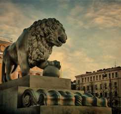 Львы стерегут город Изображение 1