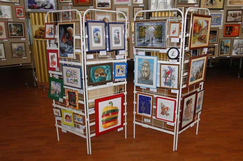 Региональная выставка декоративно-прикладного творчества «Вышитая картина» - 1
