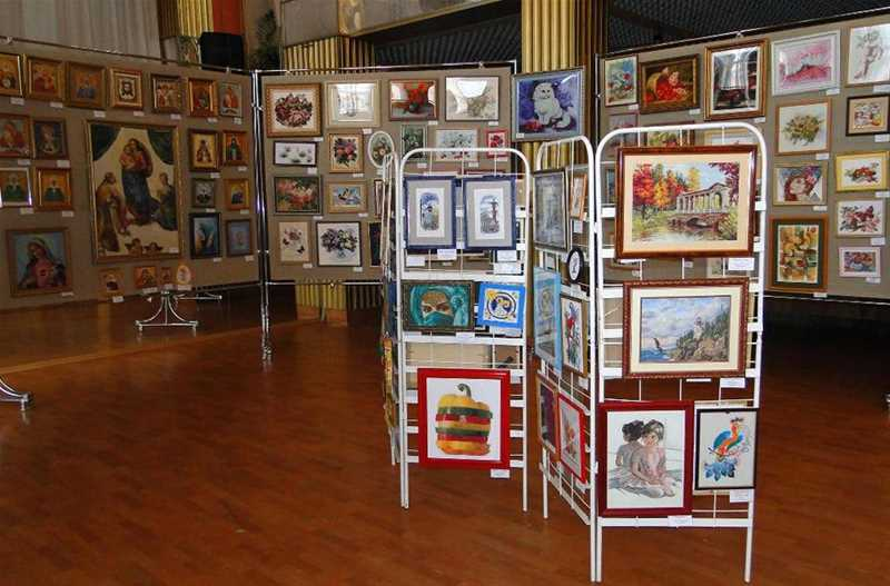 Региональная выставка декоративно-прикладного творчества «Вышитая картина» - 3